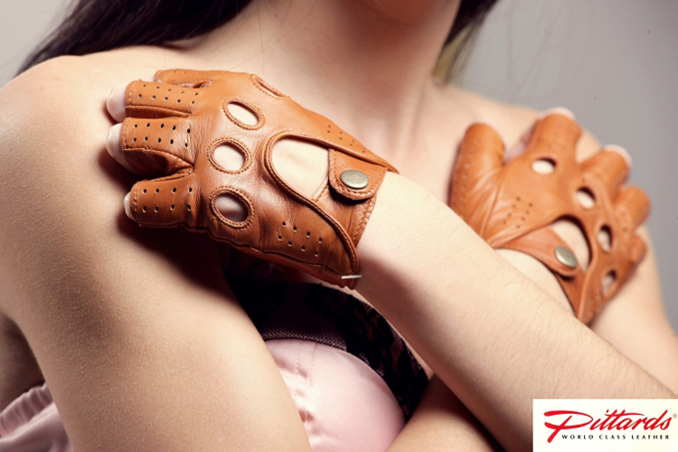 Gloves: Cognac Fingerless Driving Leather Gloves