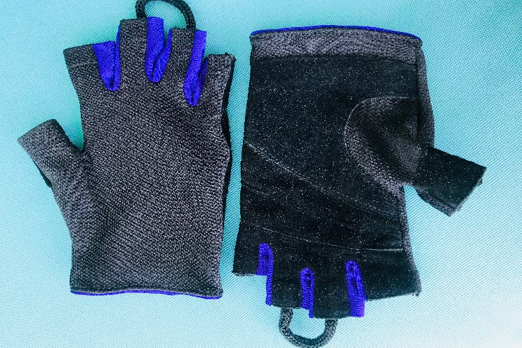 Gloves: Sport Wrist Fingerless Gloves