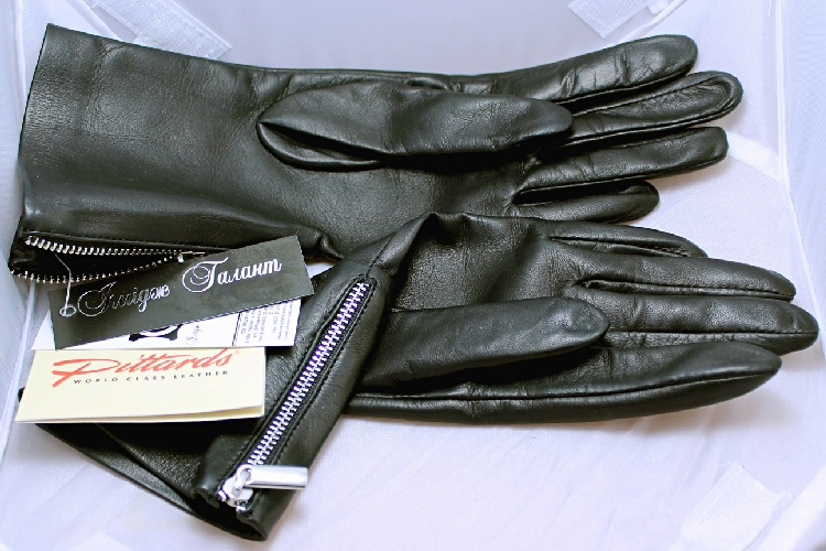 Gloves: Black Classy Leather Gloves with zippers
