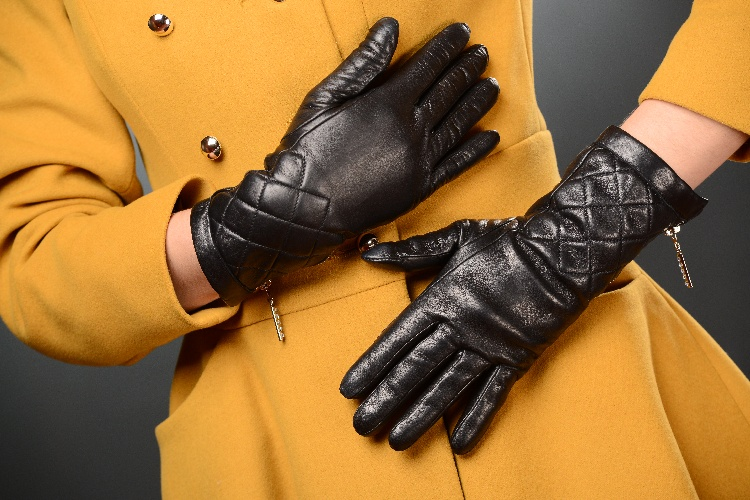 58_513 Gloves: Warm Stylish Black Leather Gloves with zippers!